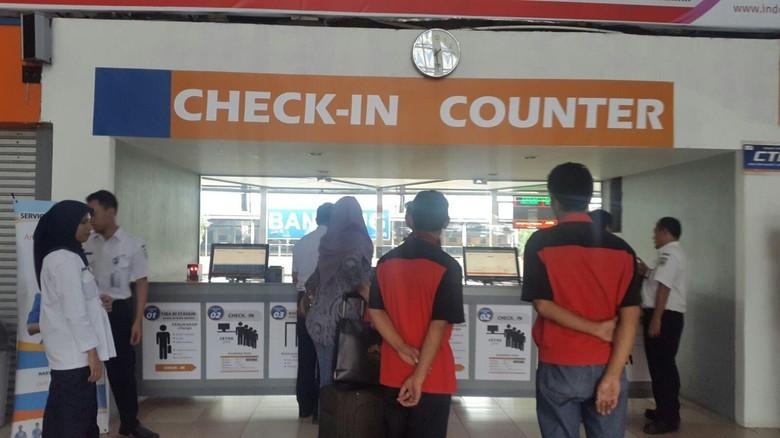 check in counter stasiun bandung